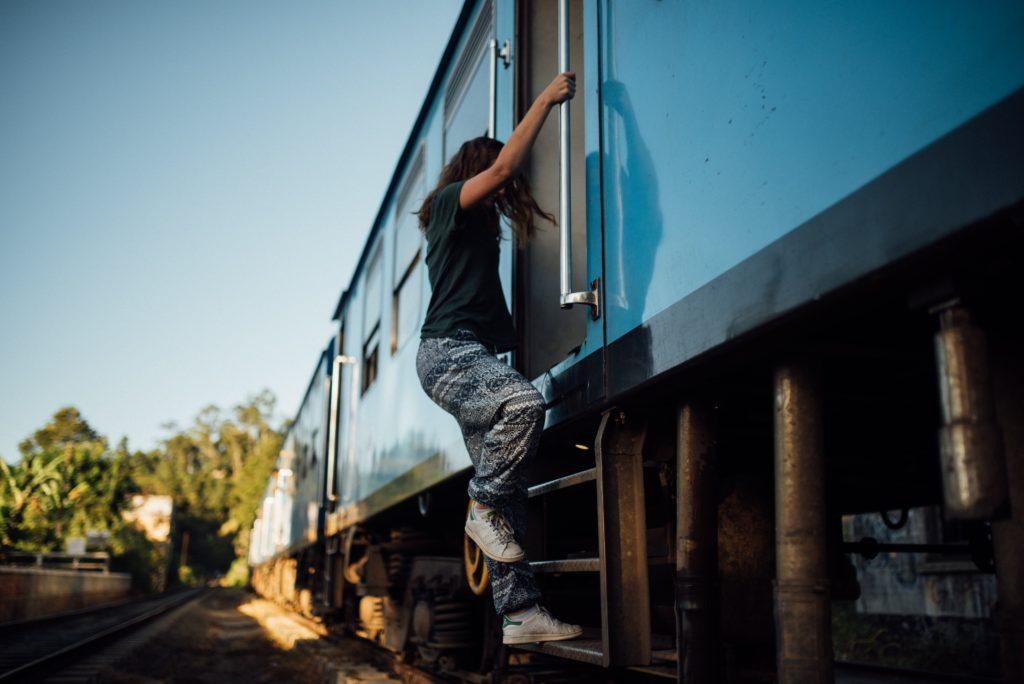 電車をのってる人