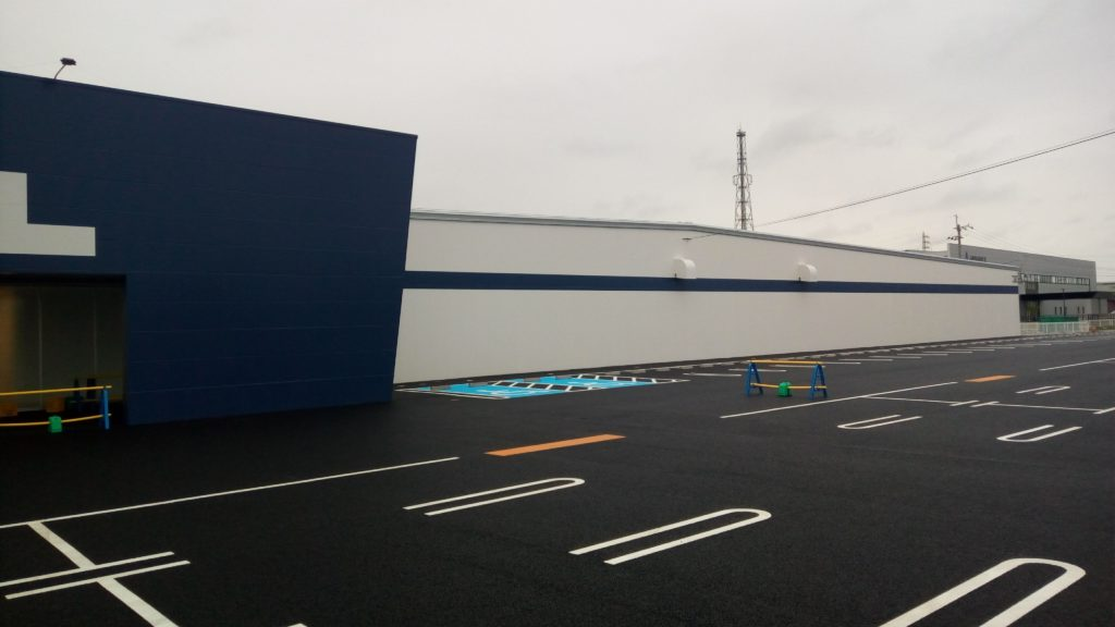 新店舗の入り口横