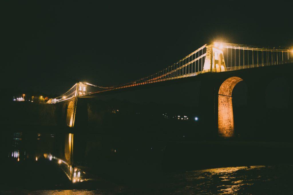 夜のブリッジ