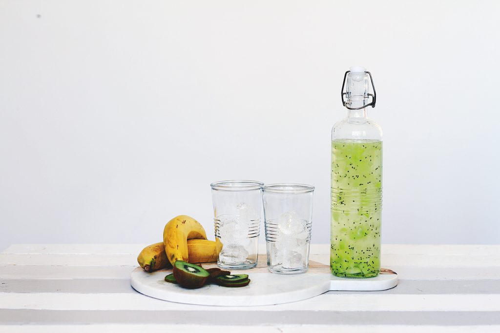 緑茶のボトル