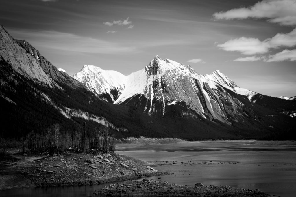 白黒の雪山