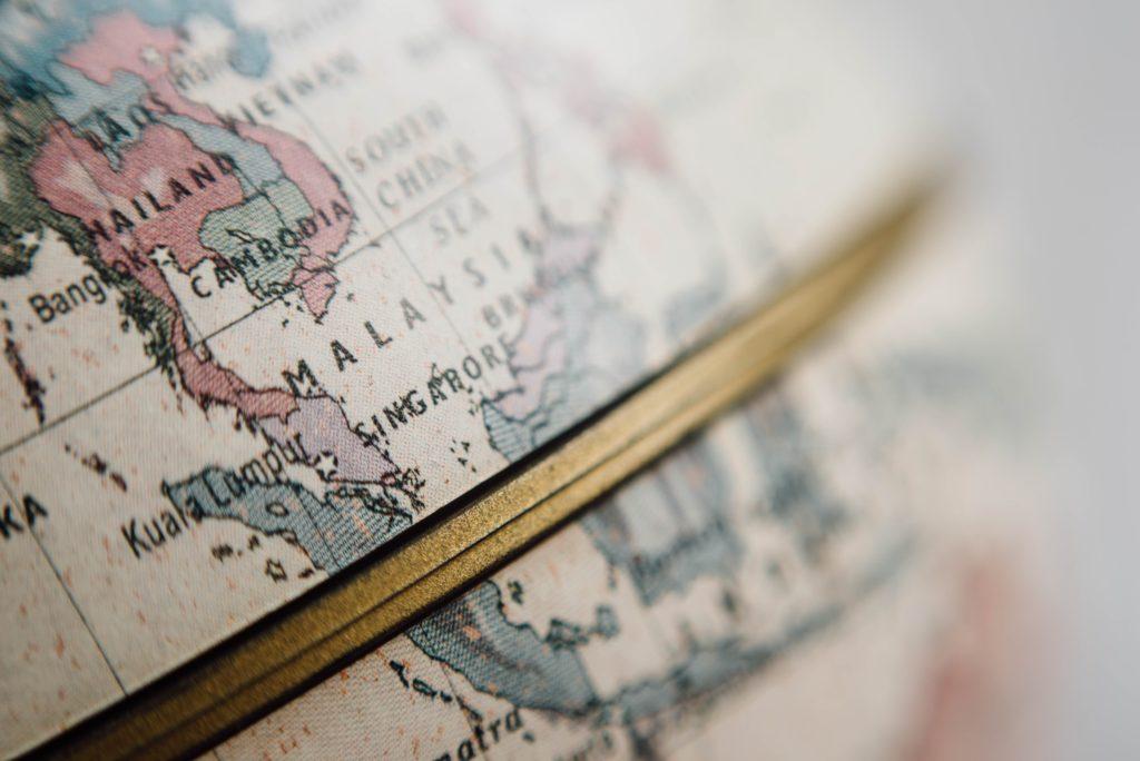 地球儀のマレーシアとタイランド