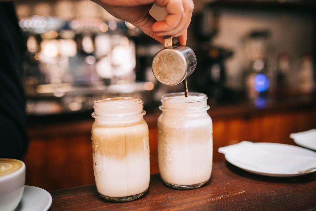 カフェのカフェラテ