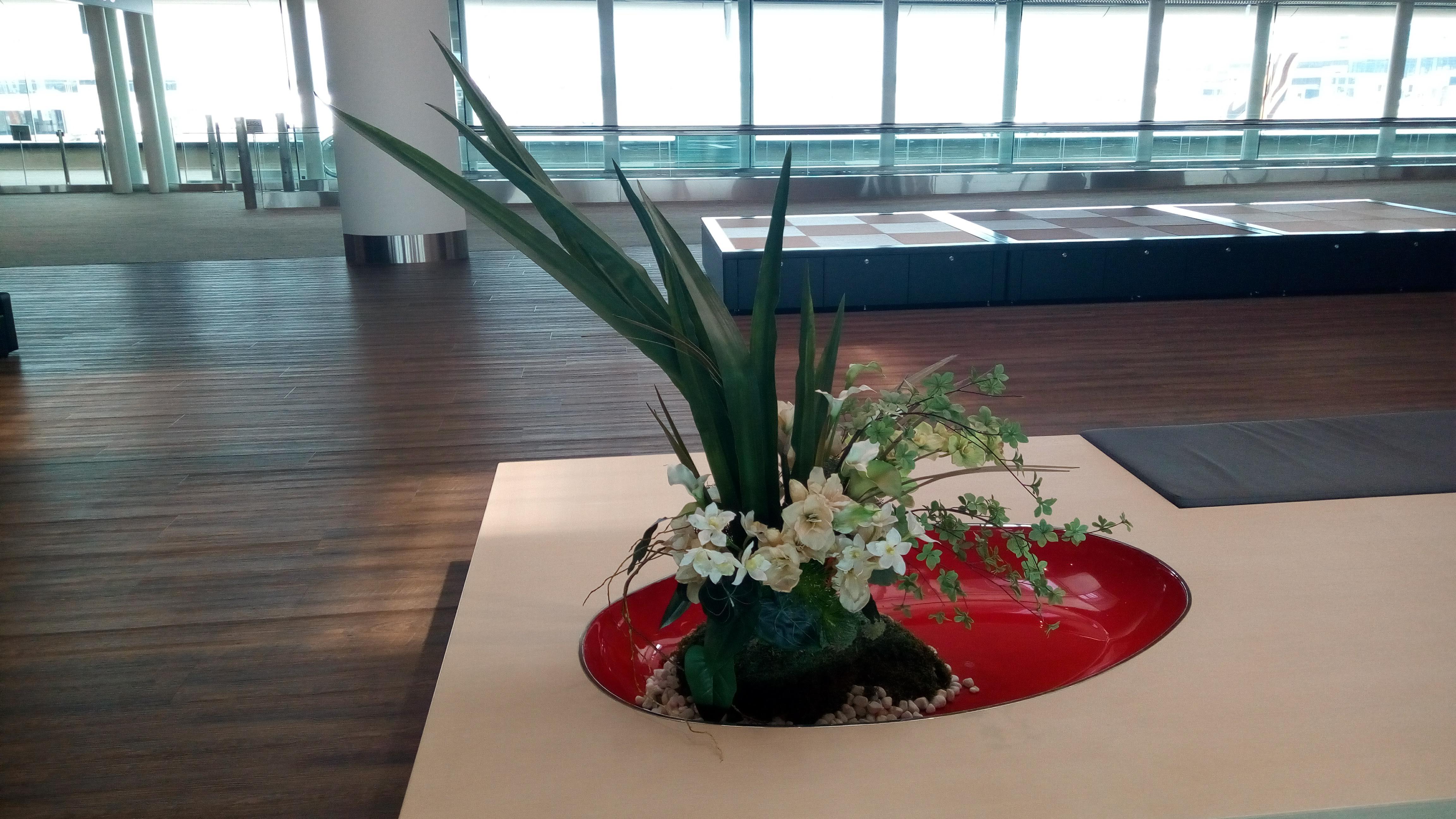 成田空港の中にあった生け花?