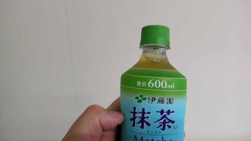 抹茶入り緑茶で無糖です