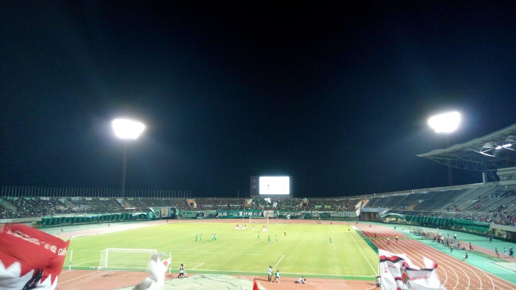 天皇杯4回戦の浦和レッズと東京ヴェルディの後半開始