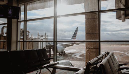 【飛行機】お客様の出入りのドアが左側なのは船がなごり