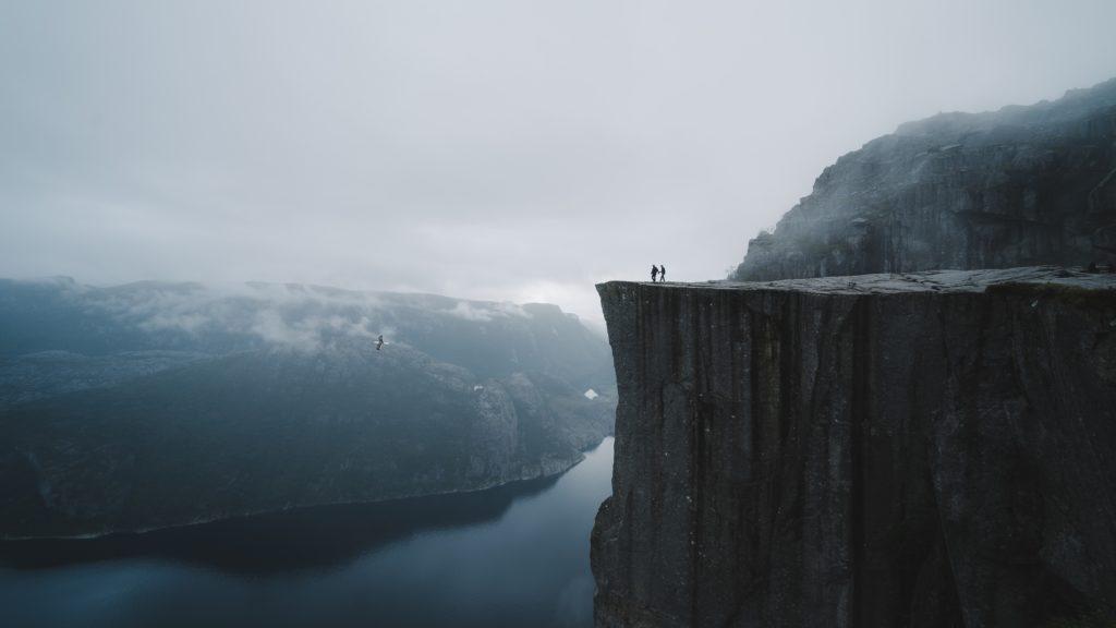 どこかの崖