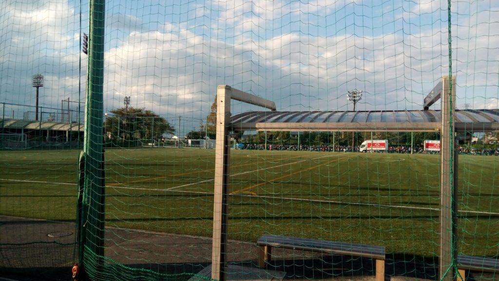 北のサッカー場のベンチ裏