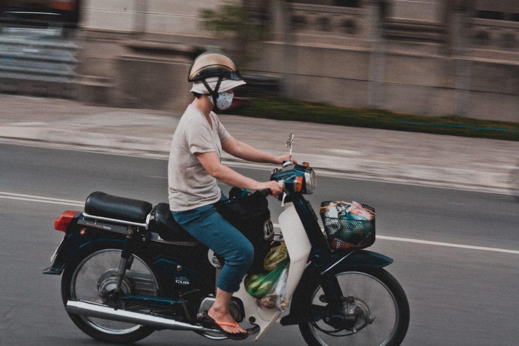 多分東南アジアのバイクの人