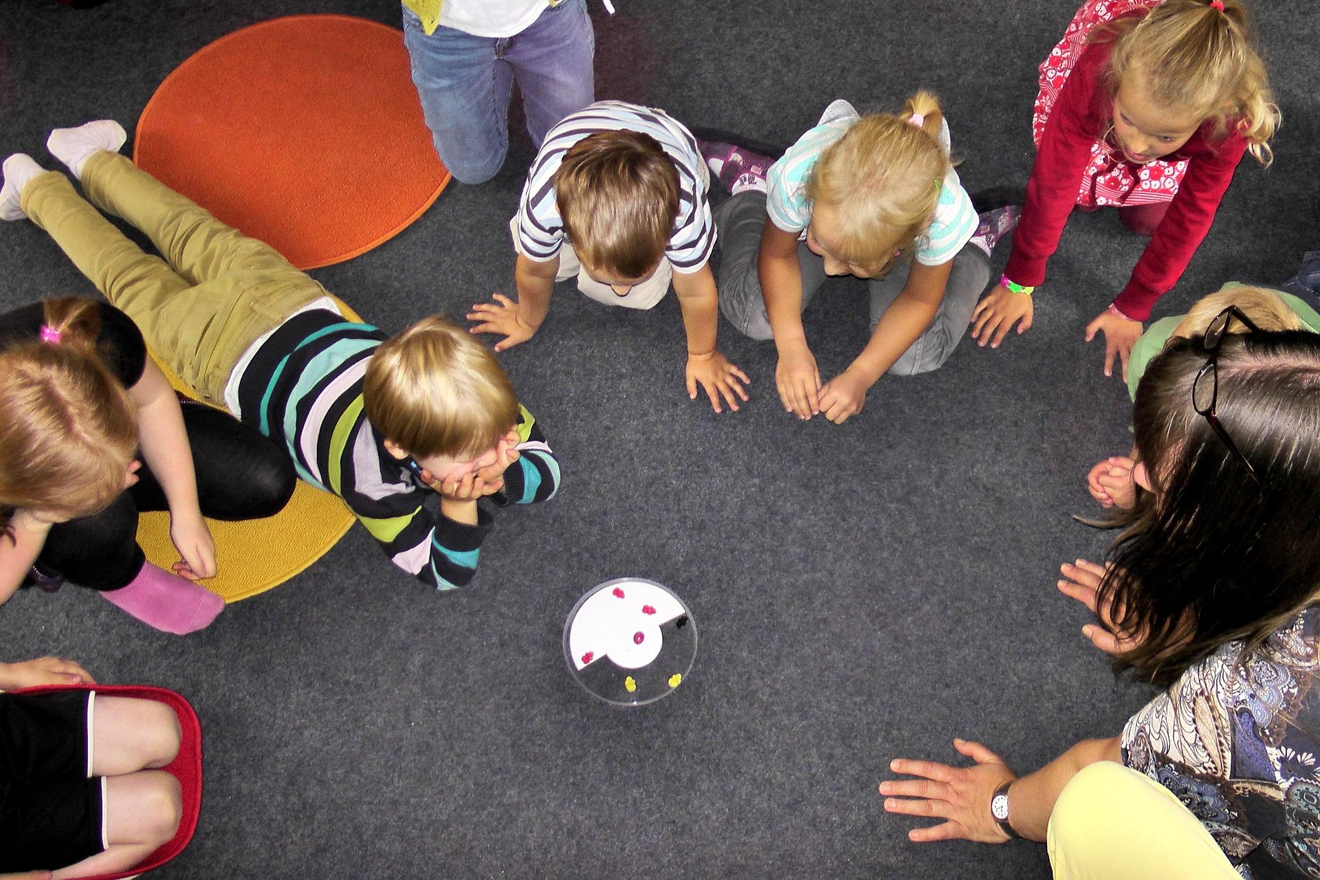 子供遊んでる写真
