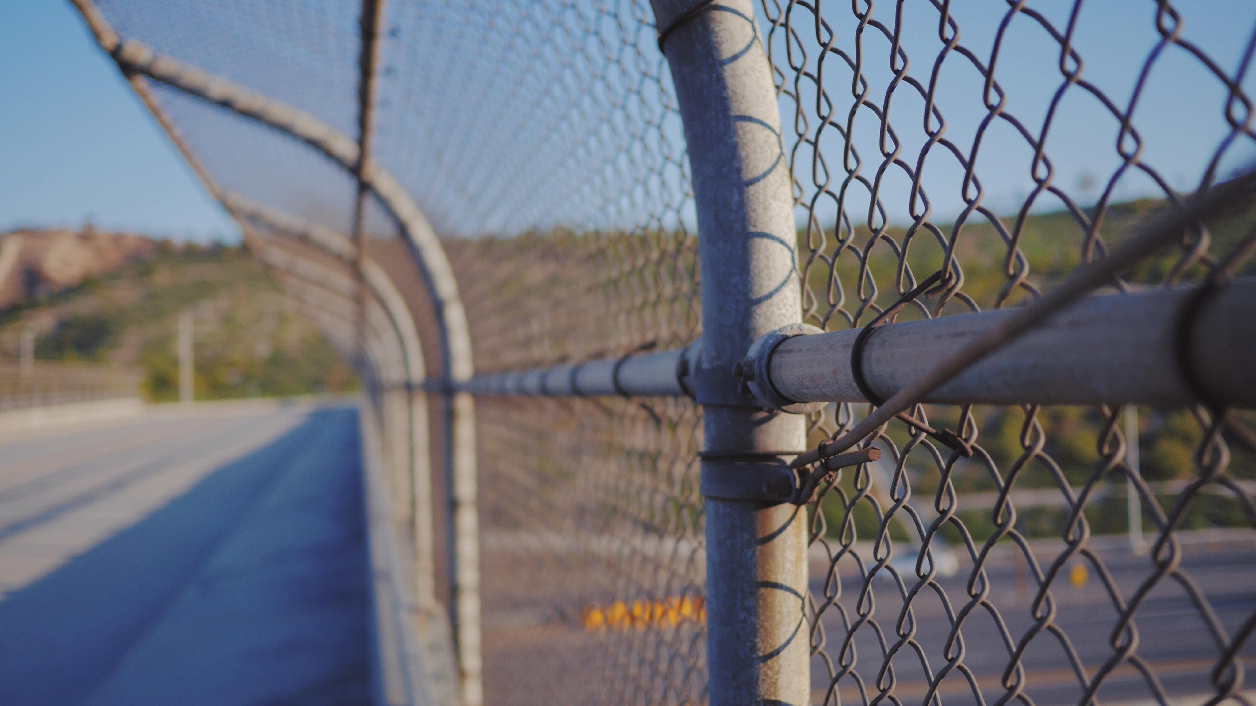 刑務所の外