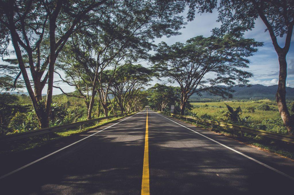どこかの公道