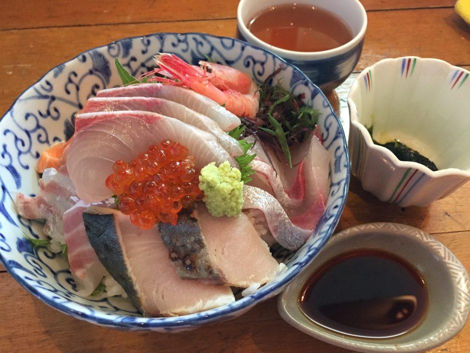 海鮮丼、豪華ですね
