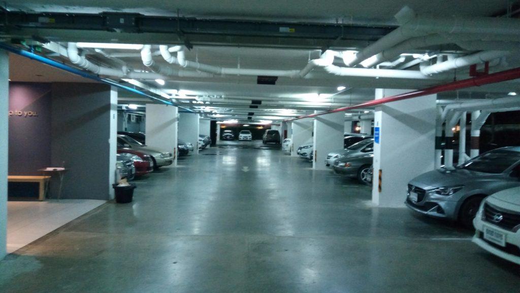 ザキースの駐車場