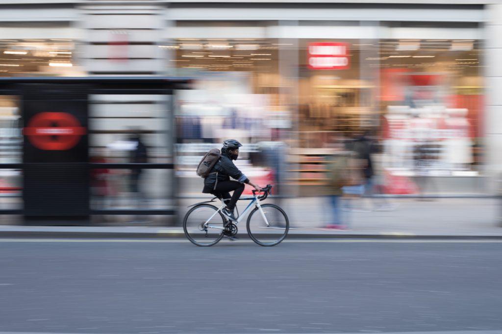 急いでる自転車