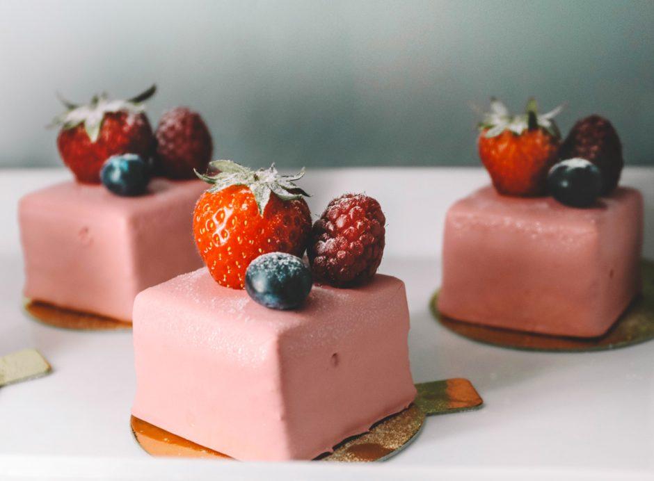 イチゴのってるケーキ