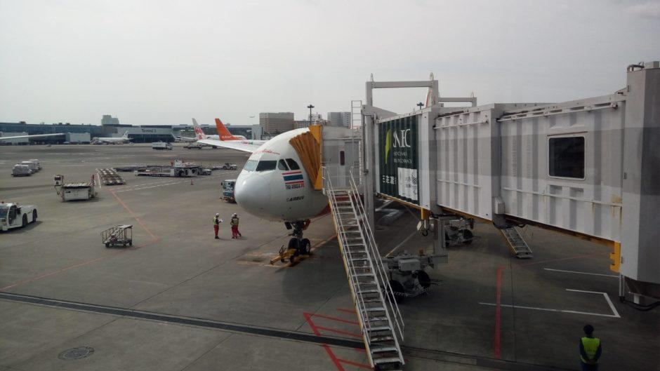 搭乗前のXJ便