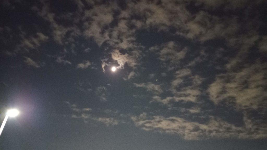 19年ホーム川崎戦の夜の月