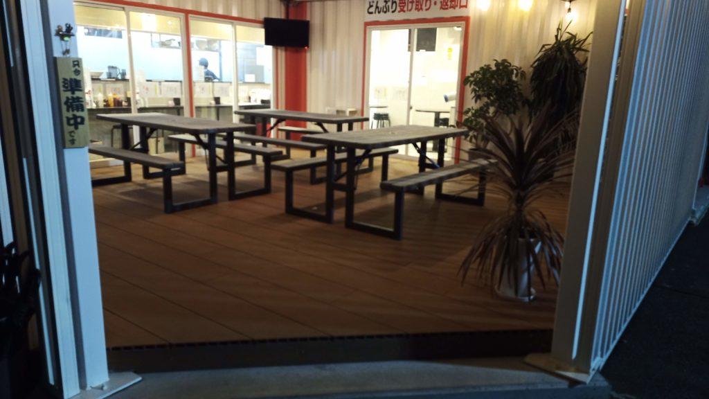東京麺珍亭本舗高崎インター店のテーブル。20年夏時点